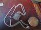 JOLIE  CHAÎNE - LE PLATIN - METAL ARGENT (médaille Et Chaîne )VOIR PHOTOS - Necklaces/Chains