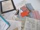 3.8 Kg De Vieux Papiers Tres Divers, Factures, Timbres Cartes, Pub, Images Pieuses, Chromos Etc - Non Classés