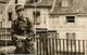 INEDIT DOLE - OCCUPATION - SOLDAT ALLEMAND PLACE AUX FLEURS SUR LA FONTAINE A L' ENFANT RUE DES ARENES - VERS 1940 - Dole