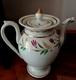 PORCELAINE DE PARIS Théière  BEC ZOOMORPHE EPOQUE XIX° DORURES  DECOR PEINT . Old Porcelain  Tea Jug, Zoomorphic Spout, - Ceramics & Pottery