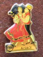 Pin's FINA & ALSACE Couple Dansant En Costume Traditionnel - Fuels
