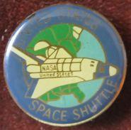 Pin's NASA USA UNITED STATES SHUTTLE Navette Spatiale De La NASA Etats-Unis - Space