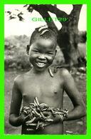 MBAIKI, CENTRAFRICAINE - GARÇON AVEC DES CHENILLES COMESTIBLE - MISSIONS DES PÈRES DU SAINT-ESPRIT - ÉDIT. SÉSAME - - Centrafricaine (République)