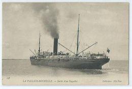 La Pallice Rochelle Sortie D'un Paquebot - La Rochelle