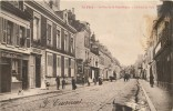02 LA FERE LA RUE DE LA REPUBLIQUE HOTEL DE VILLE - France