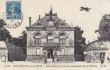 Ph-CPA  Montreuil Sous Bois (Seine Saint Denis) Aéroplane évoluant Au Dessus De La Mairie - Montreuil