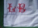 Monogramme L B Au Point De Croix Hauteur 6cm-- - Napperons