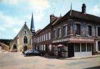 LA FERTÉ LOUPIERE - La Place De L'Eglise Et L'Auberge Du Grand Cerf - Francia