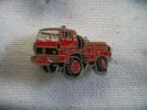 Pin´s Camion De Pompiers 4x4 De Marque RENAULT - Feuerwehr