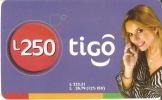 TARJETA DE HONDURAS DE 250 LEMPIRAS  DE TIGO  - CHICA CON MOVIL - Honduras