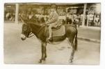 """FILLETTE  MONTANT  UN  ÂNE  /  Edit.  """" PLEIN  AIR  PHOTO """", Paris Et Vichy  /  Carte-photo, Tirage Argentique Vers 1928 - Ezels"""