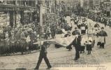 45 ORLEANS FETES DE JEANNE D'ARC 1912 L'ETENTARD DE JEANNE D'ARC SUIVI DE MGR TOUCHET ET DES PRELATS - Orleans