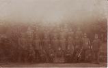 Groep Militairen (28) Met  Tekst Op Bord : Kamer VB6, Lichting 1915Afgestempeld In Assen Op 20-04-1915 - Militaria