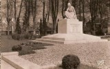 27 BOURGTHEROULDE Le Monument Aux Morts - Bourgtheroulde