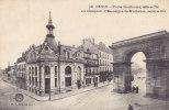 DIJON.  _  Porte Guillaume, édifiée En 1786 Et Le Comptoir D'Escompte De Mulhouse, Construit En 1911. - Dijon