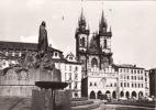 Tchéquie, Prague, Place De La Vieille-Ville Avec église De Týn + Bus+ Auto,circule Non - Buses & Coaches