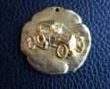 PORTE CLE KEY CHAIN  METAL DORE BOURGIER CONFISEUR AUTOMOBILE ANCIENNE Manque l�attache