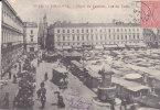 TOULOUSE.  _  Place Du Capitole, Rue Du Taur. Gros Marché. Voiture Genre Bus Trainée Par Des Chevaux. Hotel Souville - Toulouse