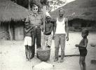 18Pt*    GUINEE PORTUGAL PHOTO EM BOR EN 1966 OFFICIER POTUGAIS ET INDIGENES - Guinea-Bissau