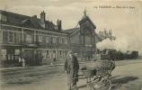 Vierzon : Tramway De L'Indre Place De La Gare, Hôtel De Bordeaux, Belle Animation. 2 Scans. Edition Faure - Vierzon