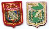 986  - ECUSSON BRODE SOUVENIR DE VILLE : CHAMPAGNE ROUGE - Ecussons Tissu
