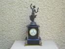 Pendule Napoléon III Avec Statue En Bronze Sur Le Dessus - Clock With Napoleon III Bronze Statue On Top - Wandklokken