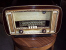 Poste Radio A Lampes LARQUEMIN Type MAGIQUE 56 - Apparatus