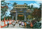 SINGAPORE-HAW PAR VILLA SINGAPORE - THE MAIN GATE OF THE VILLA SHOWING THE LARGE THRONGS - Singapore