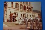 PHOTOGRAPHIE DE MONACO  LA RELEVE DE LA GARDE A MONTE CARLO MONACO 12.5 X 9.5 1983 - Photos