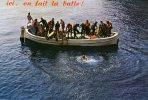 ICI,ON FAIT LA BULLE...BATEAU AVEC PLONGEURS...CPM 1973 ANIMEE - Cartes Postales