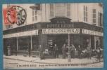 VICHY - A LA BOTTE ROUGE - Angle Des Rues Des Halles Et Du Marché  -   Animée  -  9x14 - L.Paviot - Vichy