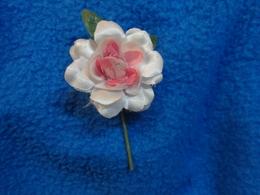 Epingle Avec Fleurs (oeillet  Camelia Et Rose)  Pour Decor De Veste - Vintage Clothes & Linen