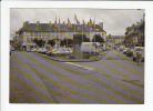 ISIGNY SUR MER (14) - CPM N° 133/14 : La Place Centrale ... Commerces, Automobiles ...  (Calvados) - Autres Communes