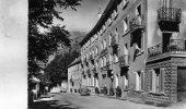 La  Grave   05    Hotel Des Alpes ( T J ) Rue  Animée Et  Voitures Renault ( Renault Et Fregate ) - Other Municipalities