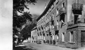 La  Grave   05    Hotel Des Alpes ( T J ) Rue  Animée Et  Voitures Renault ( Renault Et Fregate ) - France