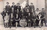 Carte Photo. APPRIEU. Les As De La 29 1929. Groupe Hommes Et Femmes Musiciens. Drapeau Avec Un Avion. Animation. - Sin Clasificación
