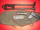 Une Trousse D´entretien Et Un Bipied Pour 24/29 - Decorative Weapons
