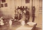 1907 - DÉCORATEUR DE  LA  MANUFACTURE DE SÈVRES (SECTION CÉRAMIQUE),  Format : 10,5 X 7,5 Cm - Métiers