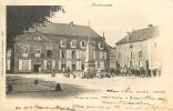 VAUVILLERS : Rassemblement Devant L'Hôtel De Ville. Dos Simple. 2 Scans. Edition Richard - Autres Communes