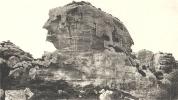LES BAUX DE PROVENCE (13)  Le Val D´enfer - Roche Monolithe Servant Aux Sacrifices  131111 - Les-Baux-de-Provence