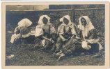 Folklore IV.5  DETVA Zvolen V Nedel'u Pred Kostolom Dimanche Devant L'église Fot. Karel Plicka C. 1924 - Slovacchia