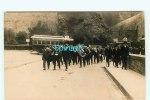 CARTE PHOTO à IDENTIFIER - Fanfare à La Sortie D'un Tunnel Ou Pont  - Bus - Autocar - Cartes Postales