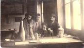 1907 - ATELIER DE DÉCORATION DE  LA  MANUFACTURE DE SÈVRES (SECTION CÉRAMIQUE), Format : 8,5 X 5 Cm - Métiers