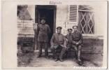 CARTE PHOTO ALLEMANDE   SOLDATS  EN 1918   CIERGES  ? - France