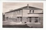 VERTAIZON (63) - Entrée De L'Ecole Publique - CPSM Dentelée PF (Puy De Dôme) - Francia