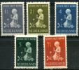 Pays-Bas (1940) N 365 à 369 * (charniere)