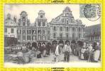 ARRAS - Marché Du Samedi Sur La Grande Place - Arras