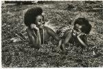 Mission De Papouasie Sourire Des Iles Papoues Enfants  Robes En Feuilles - Papouasie-Nouvelle-Guinée