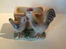 Coq Et Poule Et Son Panier - Haantje En Kip Met Mand - Rooster And Hen With Basket - DI151 - Céramiques