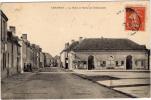 45 - CRAVANT - La Halle Et Route De Chateaudun - France